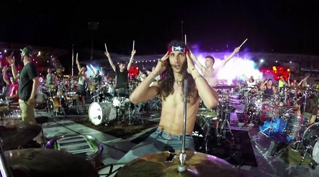 1.000 músicos tocando a la vez el 'Seven Nations Army' de The White Stripes