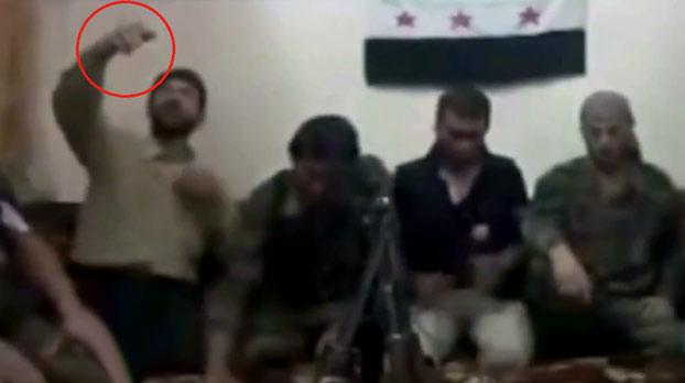 Rebeldes sirios activan una bomba al hacerse un selfie con el móvil equivocado (Vídeo)