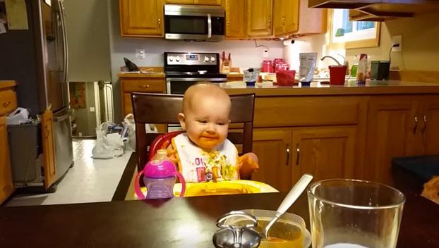 La risa de esta niña es 'maníaca' y extremadamente contagiosa