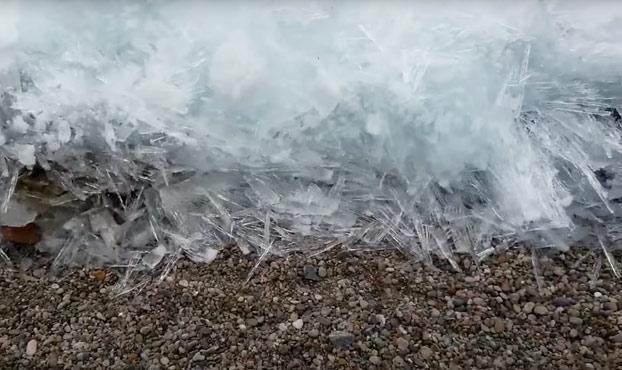 Un tsunami de hielo en el lago Baikal (Vídeo)