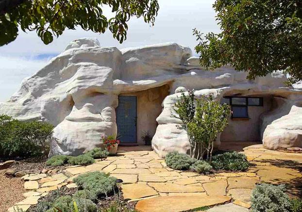 casa-roca-gigante-13