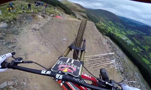 El increíble descenso de Dan Atherton que te dejará sin respiración