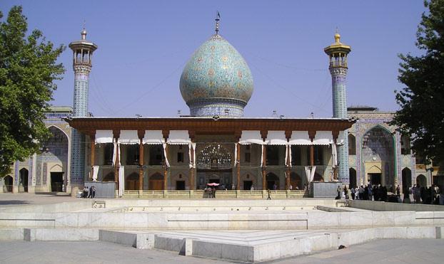Esta mezquita parece normal por fuera, pero te dejará con la boca abierta cuando la veas por dentro
