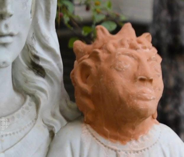 mujer-restaura-escultura-nino-jesus-2