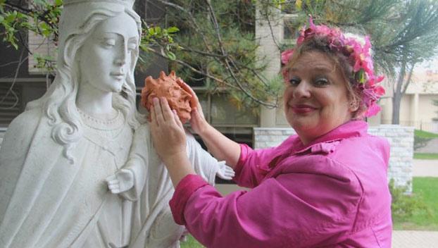 mujer-restaura-escultura-nino-jesus-4