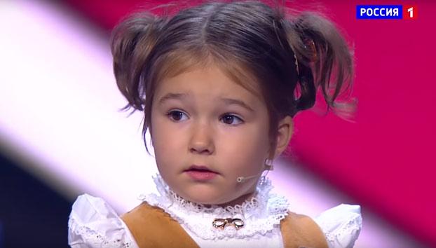 Increíble: La niña rusa de 4 años que habla ruso, inglés, chino, español, alemán, francés y árabe