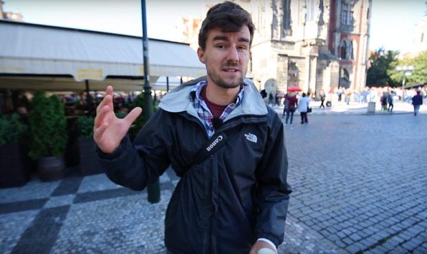 Trampa para turistas en Praga: Este joven salva el dinero de decenas de personas y lo denuncia con este vídeo