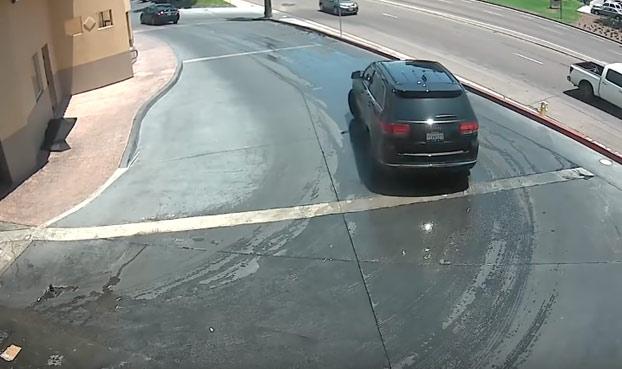 Cariño, para la próxima vez mejor que vayas tú a lavar el coche...