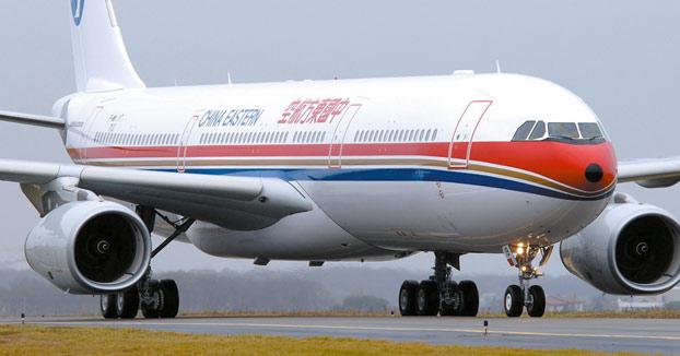 Una aerolínea recompensa con 400.000 euros al piloto que salvó 439 vidas al evitar un accidente aéreo (Vídeo)