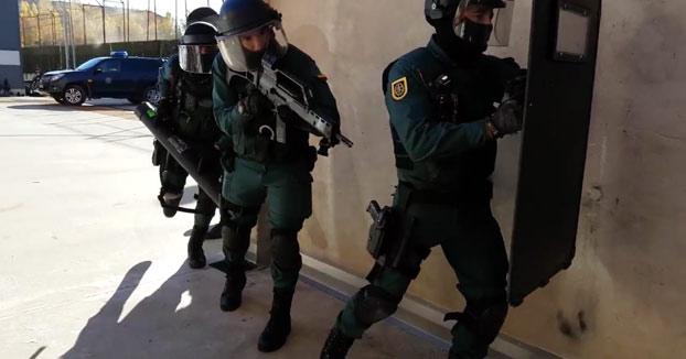 La Guardia Civil comparte un 'Mannequin Challenge' en Twitter y reta a la Policía Nacional