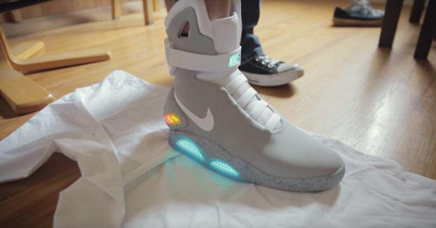 Este chico recibe en su casa las futuristas Nike Mag de 'Regreso al futuro'