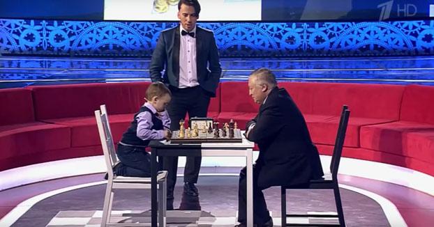 Reacción de un niño de 3 años al perder al ajedrez contra Kárpov después de que este le propusiera tablas