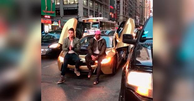 Esto es lo que pasa cuando cortas el tráfico en Nueva York para sacarte una foto para Instagram