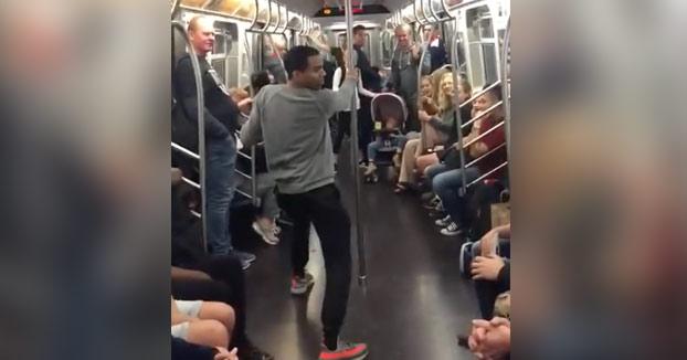 Ojo al show que se marcan estos chavales en pleno vagón del metro de Nueva York