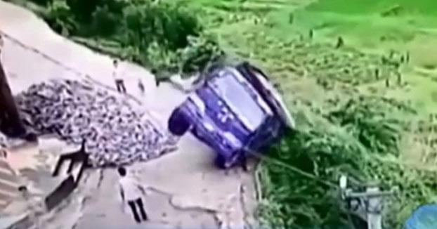 Este camionero se salva de morir saliendo del camión a lo Fast & Furious (Vídeo)