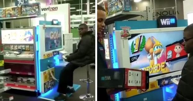 Los trabajadores de una tienda le regalan una Wii U a un adolescente que iba todos los días a jugar (Vídeo)