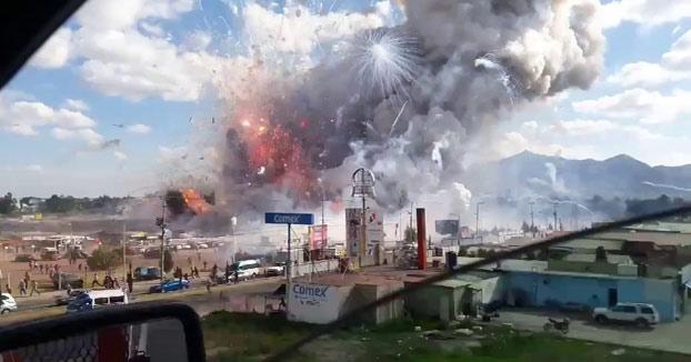 Momento exacto de la explosión del mayor mercado de petardos en México (Vídeo)