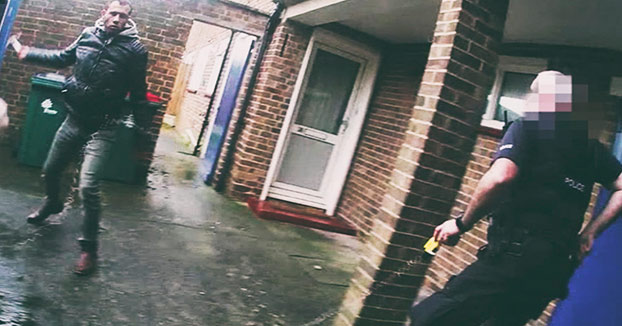 El hombre que era inmune a los taser de la policía (Vídeo)