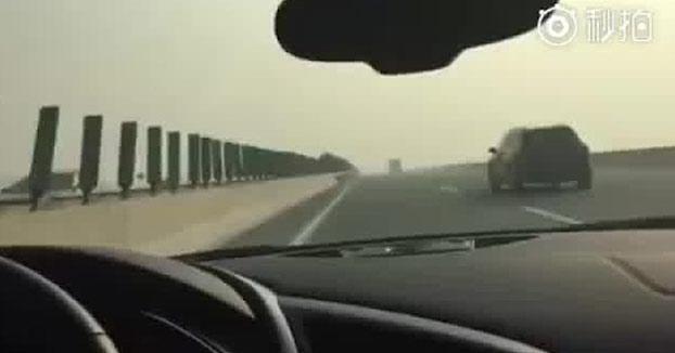 Conduce a 320 km/h con su Audi R8 por la autopista y al final ocurre lo peor