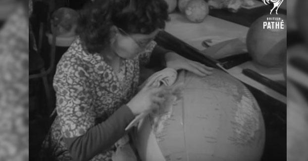 Así se fabricaban artesanalmente los globos terráqueos en 1949