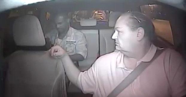 Estrangula y roba a un taxista en Las Vegas. Todo quedó registrado por la cámara interior