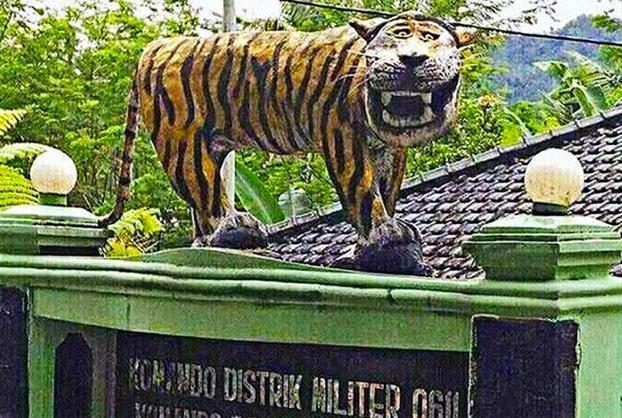 El ejército de Indonesia destruye una estatua porque era tan fea que no dejaban de hacer memes sobre ella