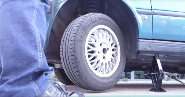 Cómo arrancar un coche sin batería con el cinturón de seguridad