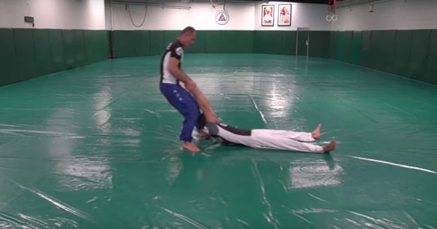 Profesor de jiu-jitsu te enseña cómo protegerte de la seguridad de United Airlines