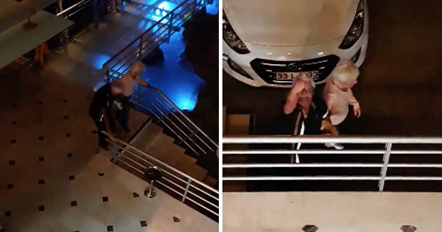 Las risas de la noche para este grupo: Una pareja borracha bajando las escaleras