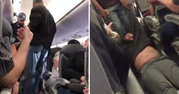 Echan a la fuerza a una persona escogida al azar de un avión de United Airlines por encontrarse saturado (Vídeo)