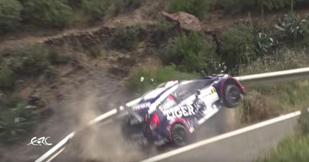 Un piloto se salva por los pelos de caer por el barranco durante el Rally Islas Canarias