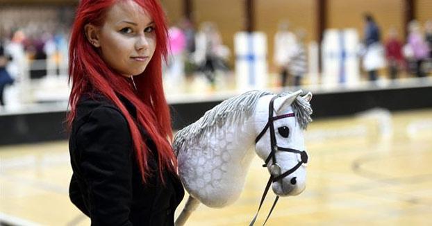 Hobby horsing: El deporte que triunfa entre niñas finlandesas