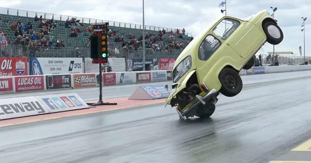 Esto es lo que ocurre cuando le pones demasiada potencia a tu Fiat 600