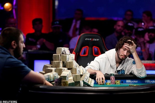jugador de cartas novato gana World Series of Poker