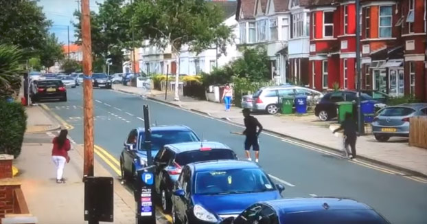 Londres: Coche atropella a rivales pandilleros durante pelea a plena luz del día