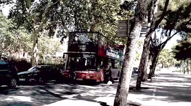 ataque bus turistico barcelona video