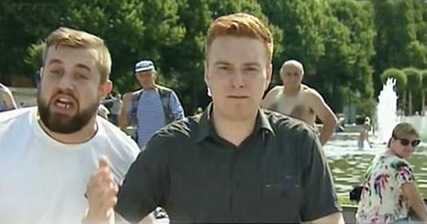 Un hombre borracho le mete una hostia a un reportero en pleno directo