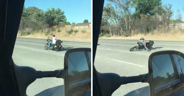 Su moto empieza a sacudirse y tambalearse en plena autovía y acaba ocurriendo lo peor...