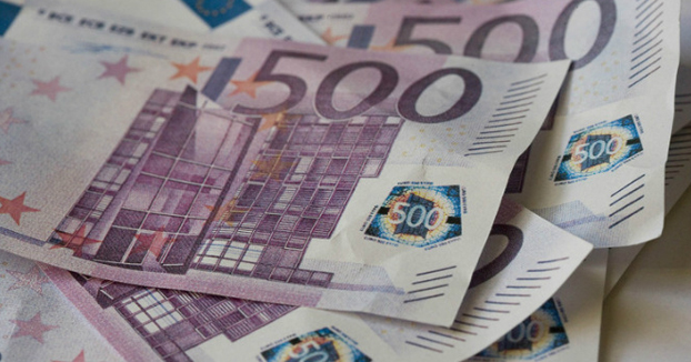 Decenas de billetes de 500 euros atascan los baños de un banco suizo