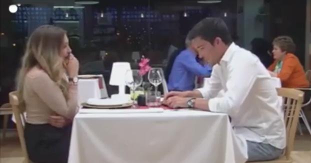 ''Yo me voy de aquí''. Nada más empezar su cita en First Dates él pide la cuenta para irse
