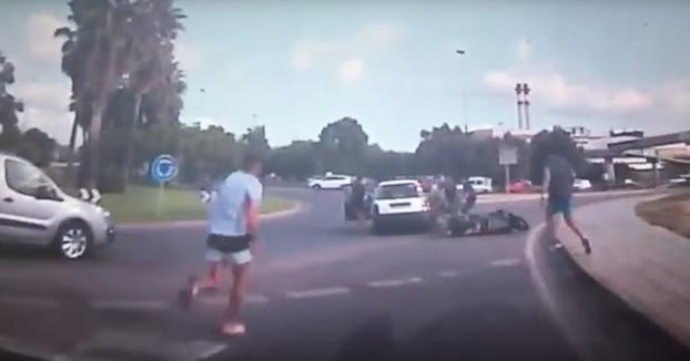 Una conductora tira al suelo a un motorista en Ibiza y al intentar largarse la lía todavía más parda