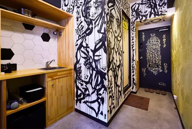 Pintó un mural en una vivienda que encontró en Airbnb y el anfitrión le devolvió el dinero del alquiler