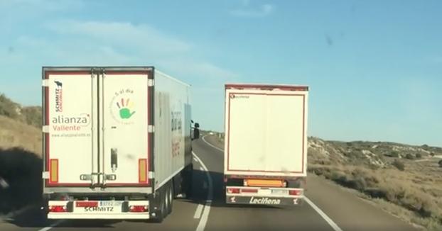 Un camionero graba a dos energúmenos adelantando de forma temeraria en la N-II