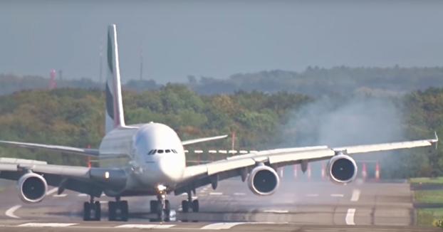 Un Airbus A-380 contra el viento