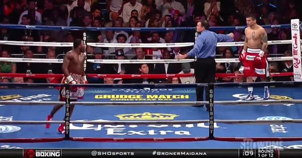 Un boxeador vacila a su rival y luego este acaba recibiendo de su propia medicina