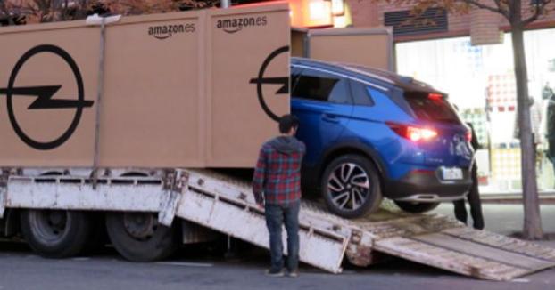 Javier Luque, el primer español en comprar un coche nuevo a través de Amazon