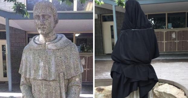 Un colegio se ve obligado a tapar la estatua de su entrada por su connotación sexual