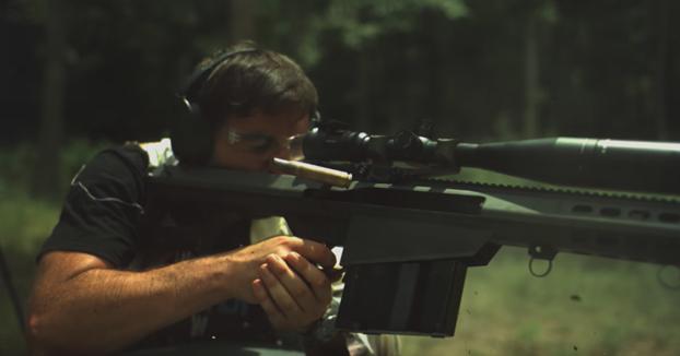 Disparando balas de francotirador de gran calibre y viéndolas en super slow motion