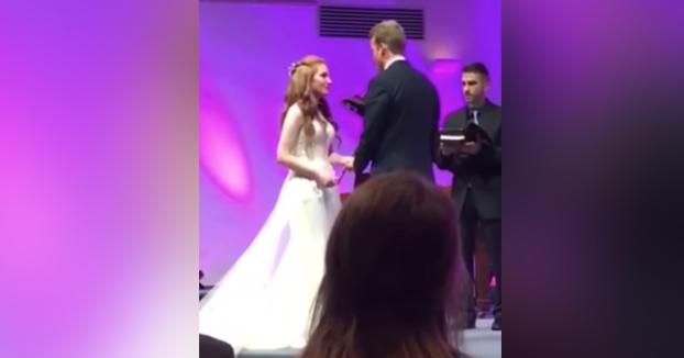 Estaba en una boda y me rompí la cara