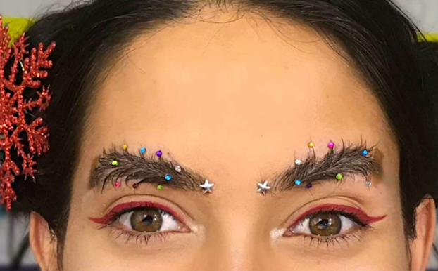 La última tendencia para esta Navidad: Las cejas navideñas